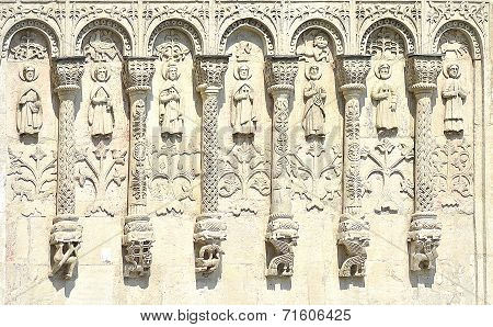 the arcature-columnar zone on the wall of the Cathedral Demetrios