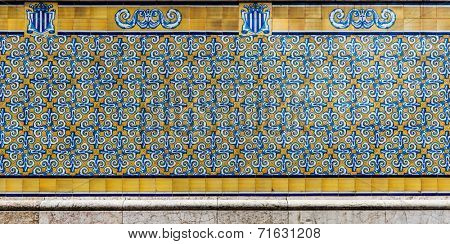 Beautiful tiled background in blue and yellow