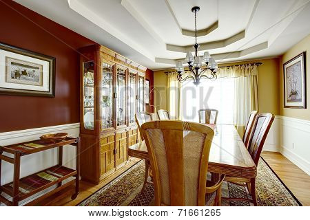 Dining Room With Contrast Color Walls