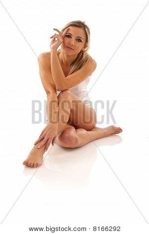 hübsche Frau sitzend