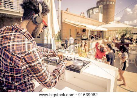 Dl Plays Music In A Club