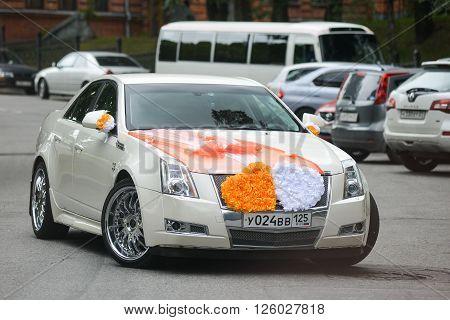KHABAROVSK, RUSSIA - 11 September 2015 : Chrysler   decorated for wedding walk