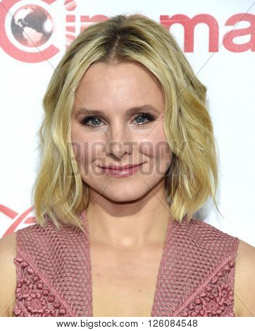 LOS ANGELES - APR 14:  Kristen Bell arrives to the Cinema Con 2016: Awards Gala  on April 14, 2016 in Las Vegas, NV.
