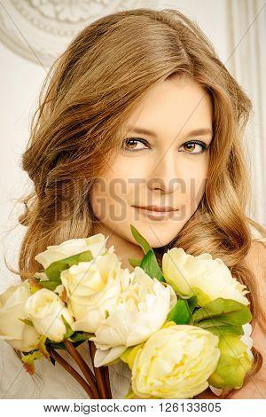 Portrait of beautiful bride with a bridal bouquet. Wedding. Beauty, fashion. Cosmetics.