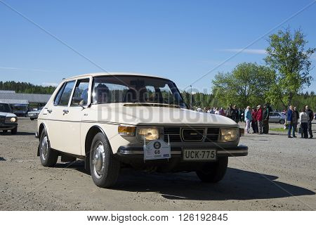 KERIMYAKI, FINLAND - JUNE 06, 2015: SAAB-99 at the parade of vintage cars in the town of Kerimyaki