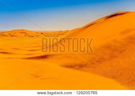 Duenen Namibia Wüste Sand trocken heiss himmel blau