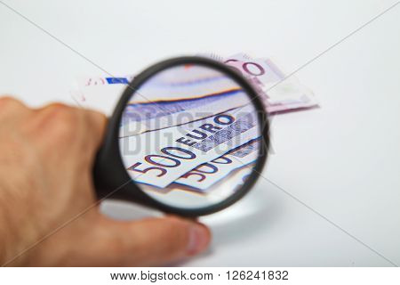 Magnifying Glass on the five hundred Euros