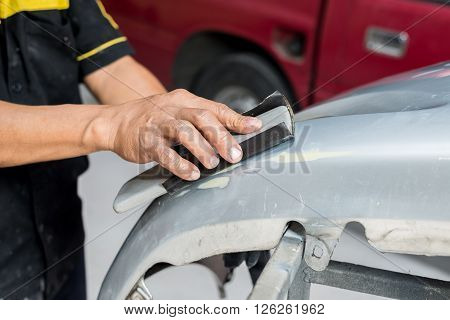 Auto body repair series : Sanding car bumper