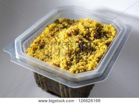 Ensalada de pollo con cus-cus y curry