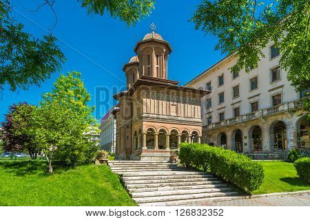 Located in central Bucharest, near the National Arts Museum, Cretulescu Church is a landmark of old Bucharest. The church was built between 1720 and1722 by the Iordache Cretulescu and his wife