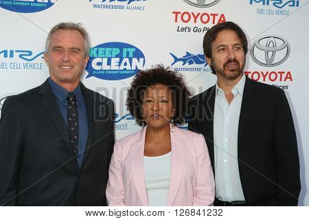 LAS VEGAS - APR 21:  Bobby Kennedy Jr., Wanda Sykes, Ray Romano at the Keep It Clean Comedy Benefit For Waterkeeper at the Avalon Hollywood on April 21, 2016 in Los Angeles, CA