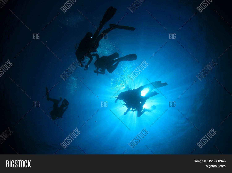 scuba diving in ocean powerpoint template scuba diving in ocean