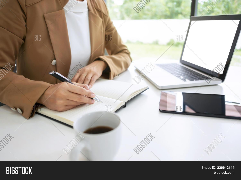 Using mockup woman laptop blank PowerPoint Template - Using mockup ...