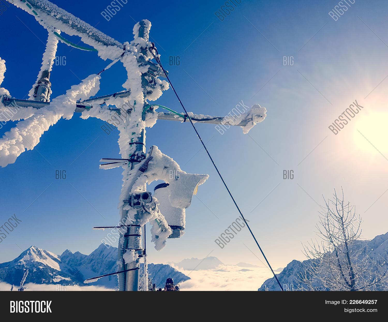 frozen weather powerpoint template frozen weather powerpoint