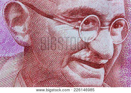 Gandhi portrait on 2000 Indian rupees note
