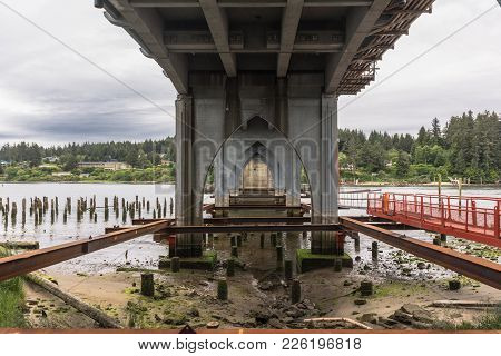 Florence,oregon,usa - June 7, 2017 : The Siuslaw River Bridge View From Below