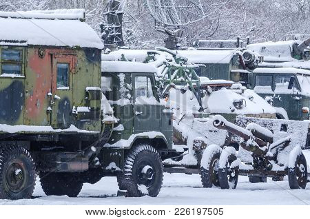 Military - Old Military Vehicles On The Winter Square
