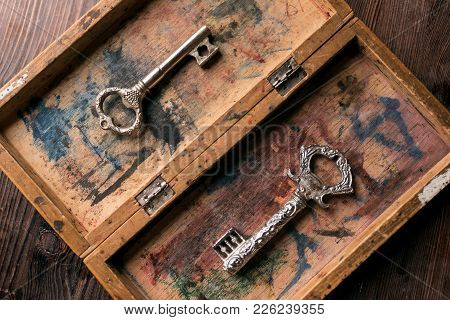 Vintage Keys In An Old Box With A Shabby Paint