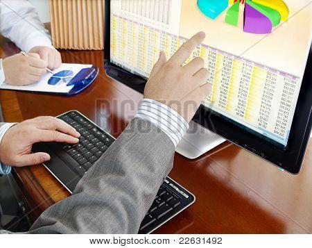 Analysieren von Daten auf Computer.