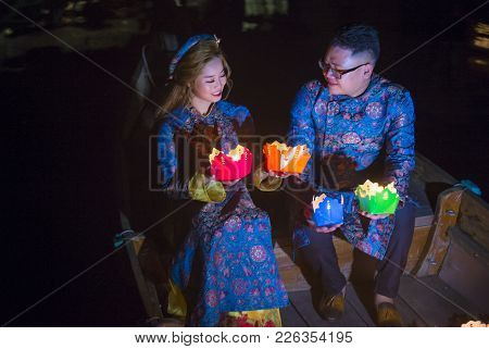 Hoi An , Vietnam - Oct 04 : Vietnamese Couple Holding Lanterns Before Droping Them Into The River In
