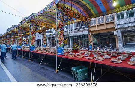 Tainan, Taiwan - November 2, 2017: Stalls On The Street On 2 November 2017 In Tainan, Taiwan.in Tain