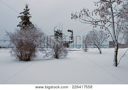 Winter Landscape Photo. Morning Frozen With White Trees And Bushes. Monument Of The Founders Of Kyiv