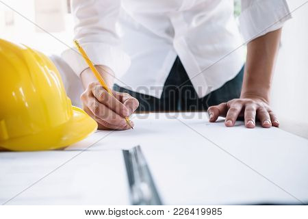 Business Signing Executives To Congratulate The Join Business Agreement.concept For Architect Or Eng