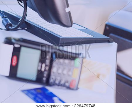Hand Using A Credit Card Terminal Machine For Payment In The Dining Room And Supermarket, Calculatio