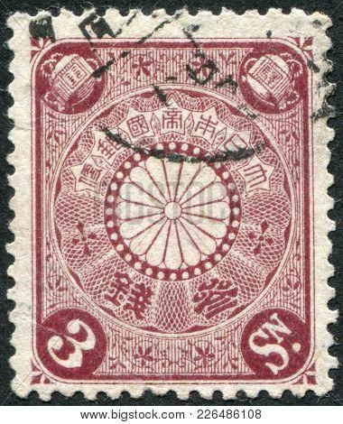 Japan - Circa 1906: A Stamp Printed In Japan, Depicts Symbol Of Authority Chrysanthemum, Circa 1906