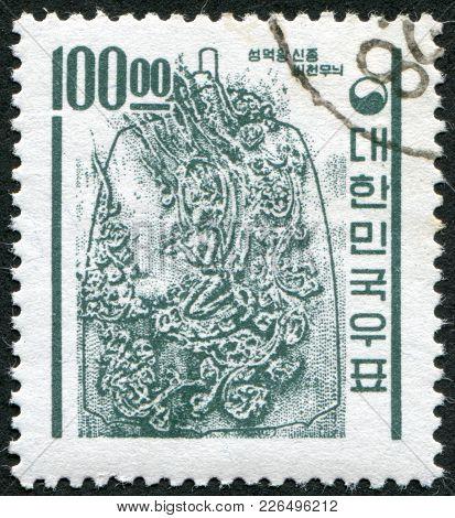 Korea - Circa 1961: Postage Stamps Printed In Korea, Shows The Bell Of King Seongdeok, Circa 1961
