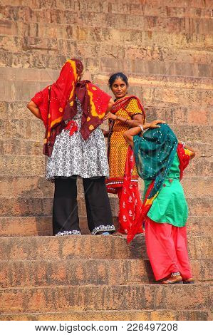 Fatehpur Sikri, India-november 9: Unidentified Women Stand On The Steps Outside Of Jama Masjid On No