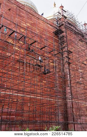 Agra, India - November 8: Unidentified People Build Scaffolding On The Wall Of Taj Mahal Complex On
