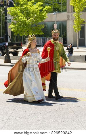 Chicago, Il, United States - May 06, 2017: Young People Dressed Up As Polish Royalty Are Parading Th