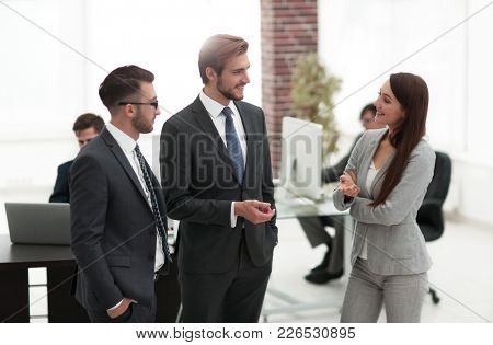 Young business woman introduces herself to client.