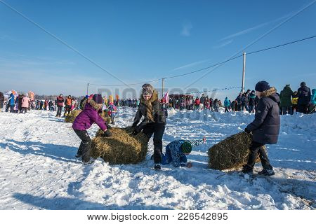Merry Competition For Hay Carrying At The Festival Winter Fun In Uglich, 10.02.2018 In Uglich, Yaros