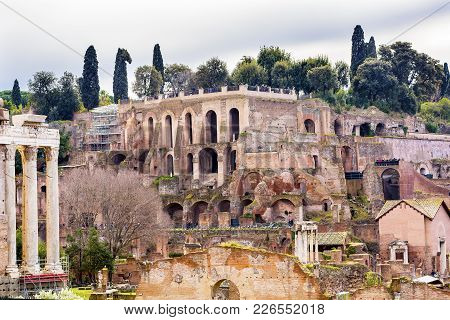 Palantine Hill Roman Forum Rome Italy.  Forum Rebuilt By Julius Ceasar In 46 Bc. Palantine Hill Is W
