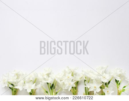 Styled Stock Photo. Spring, Easter Feminine Desktop Scene With Pink Plate, Narcissus, Daffodils Flow