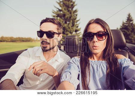Oh No! Wtf! Close Up Of Gorgeous Brunette Lady Driver And Her Brunet Guy Panicking, Both Well Dresse