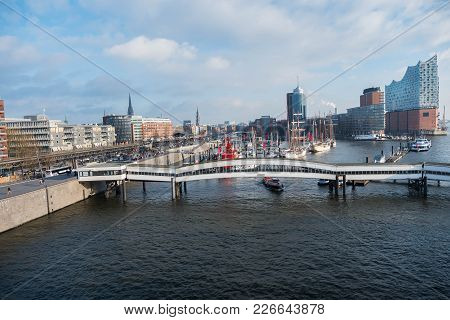 Hamburg, Germany - January 2018. The Embankment Of The City With Standing Boats And Yachts In The Pa