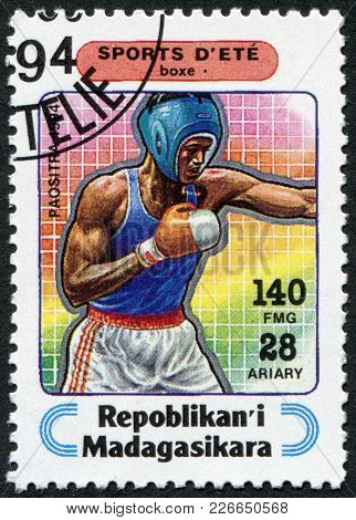 Madagascar - Circa 1994: Postage Stamps Printed In Madagascar, Is Devoted To Sports, Boxing, Circa 1