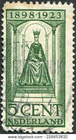 Netherlands - Circa 1923: A Stamp Printed In The Netherlands, Shows Wilhelmina Of The Netherlands Si