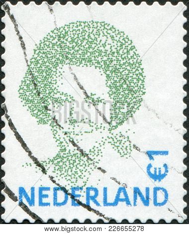 Netherlands - Circa 2002: A Stamp Printed In The Netherlands, Shows Beatrix Of The Netherlands, Circ