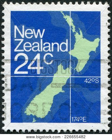 New Zealand - Circa 1982: A Stamp Printed In New Zealand, Shows A Map Of New Zealand, Circa 1982