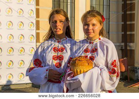 Genichesk, Ukraine - August 26, 2017: Traditional Slavic Greeting. Girls In Ukrainian National Cloth