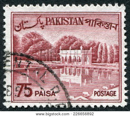 Pakistan - Circa 1962: A Stamp Printed In The Pakistan, Depicted Shalimar Gardens (lahore), Circa 19
