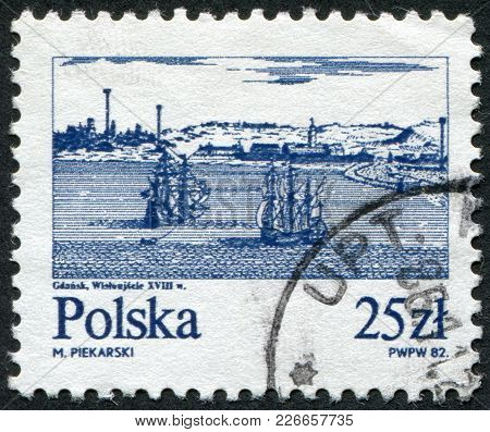 Poland - Circa 1982: A Stamp Printed In The Poland And Depict The Ships On The River Vistula Near Gd