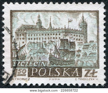 Poland - Circa 1960: A Stamp Printed In The Poland, Depicts The Sea Port Szczecin (stettin) And The
