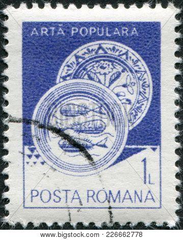 Romania - Circa 1982: A Stamp Printed In The Romania, Shows Ceramic Plate, From Radauti, Circa 1982