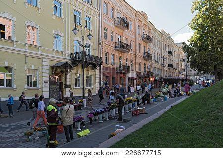 Kiev, Ukraine-september 18, 2017: Flower Vendors On Volodymyrska Street In Front Of The Golden Gate