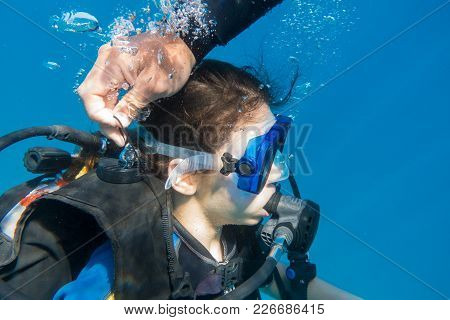 Scuba Instructor Opened The Air Valve On Wetsuit For Immerse, Girl Diving In The Red Sea, Underwater